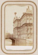 Nieuwezijds Voorburgwal met de achterzijde van het Koninklijk Paleis