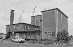 Javakade 14, gebouwen van Tankbedrijf Amsterdam N.V. uit 1949 van architect gebr…