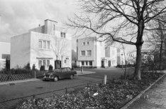 Onderlangs 6 - 18 v.r.n.l. en Sikkelstraat 75, woningen uit 1923-1924 van archit…