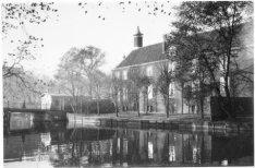 Amstel 51, Diaconie oudemannen en -vrouwenhuis, zijgevel aan de Nieuwe Keizersgr…