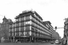 Vijzelstraat 30-80 v.r.n.l., voormalig hoofdkantoor van de ABN Bank, links  Prin…