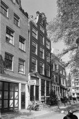 Prinsengracht 296 - 302 (ged.) v.r.n.l., voorgevels, op nummer 300 De Roode Vos.…