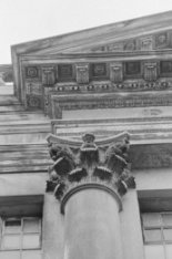 Keizersgracht 324, Korinthische halve zuil