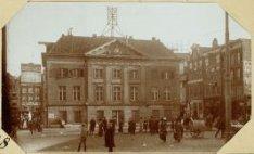 De Dam, ziende op het voormalige Kommandantshuis en op de huizen aan de Vijgenda…