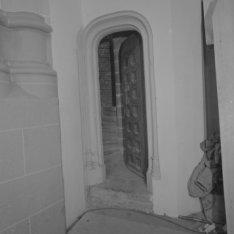 Dam 12, Nieuwe Kerk, deur naar de traptoren