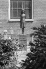 Westermarkt, Monument ter nagedachtenis aan Anne Frank van beeldhouwer Mari Andr…