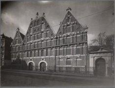 Het voormalig Arsenaal, Nieuwe Amstelstraat 6-8 (v.r.n.l.)