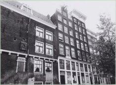 Haarlemmer Houttuinen 1-5 en links de zijgevel van Buiten Wieringerstraat 2