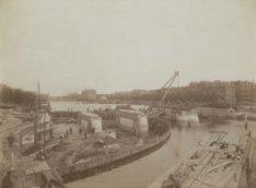 Bouw van de Nieuwe Amstelbrug (Brug 101) over de Amstel, gezien naar de Weesperz…