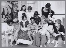 Leerlingen van de Kinderleefkringschool in de Laurierstraat tijdens het instuder…