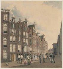 De achterzijde van Warmoesstraat 148, 150, 152, gezien naar de Vijgendam. Rechts…