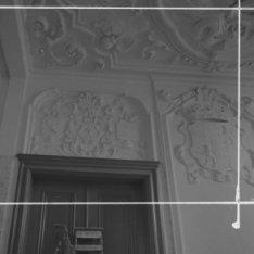 Diemerzeedijk 27, detail van het stucwerk in de hal van het Gemeenlandshuis