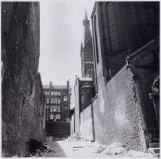 Haarlemmer Houttuinen 43-47, links de zijgevel van nummer 43