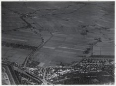 Luchtfoto van de Buikslotermeer en Broekermeer en omgeving gezien in noordoostel…