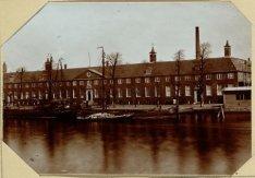 Het Diaconie Oude Mannen en Vrouwenhuis aan de Binnen Amstel