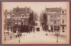 De ingang van de Utrechtsestraat gezien vanaf het Frederiksplein