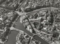 Luchtfoto van Vendelstraat, Binnengasthuisstraat, Muntplein, Amstel, Rokin en Gr…