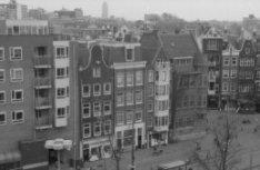 Waterlooplein 291-337 (links), ingang Nieuwe Amstelstraat en Waterlooplein 345-3…