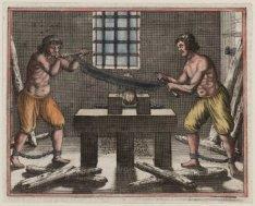 Twee gevangenen bezig hout te raspen