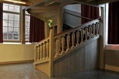 Interieur Oude Lutherse Kerk, Singel 411. Houten trap