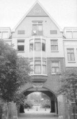 Zaanhof 37-45, poortwoningen naar Hembrugstraat