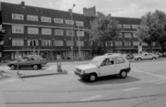 Surinameplein 1 - 15 (ged.), woningen uit 1927-'29 van architect J. Roodenburgh