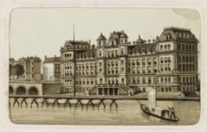 Achterzijde Amstelhotel, Prof. Tulpplein 1 en links de Hogesluis over de Amstel