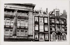 Leidseplein met links een deel van het Hirsch-gebouw