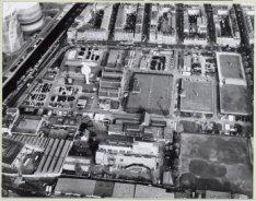 Luchtfoto in noordoostelijke richting met in het midden het Watertorenplein en h…