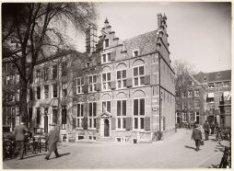 Oudezijds Voorburgwal 245 (ged.)-249 (v.l.n.r.)