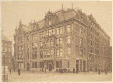 Het Bestelhuis van de Nederlandse Boekhandel, Raadhuisstraat 1-3, gezien vanuit …
