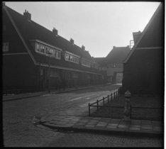 Avenhornstraat 26-40 (vrnl) gezien vanuit de Edammerstraat, Nieuwendam