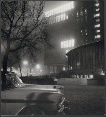 De Rijksverzekeringsbank, Apollolaan 15, in avondlicht