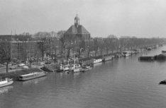 Wittenburgergracht 1 - 65 met op nummer 25 de Oosterkerk. In het verlengde de Oo…