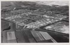Luchtfoto van de tuinsteden Geuzenveld en Slotermeer en omgeving gezien in noord…