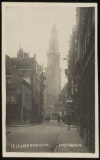 Eerste Leliedwarsstraat met kruising Nieuwe Leliestraat, gezien naar Westerkerk