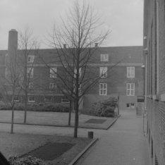 Amstel 51, de binnenplaats van het bejaardentehuis Amstelhof
