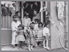 Opening van kinderopvang De Wasbeertjes, Minahassastraat 37