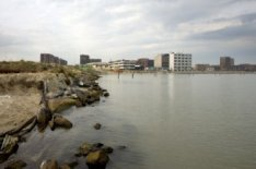IJburg, Haveneiland-West. Zandopspuiten