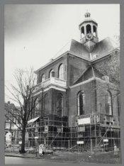 Kleine Wittenburgerstraat 1. De Oosterkerk tijdens de restauratie, gezien vanaf …