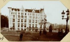 Het voormalige Hotel Rondeel hoek Doelenstraat en Binnenamstel - afgebroken - th…