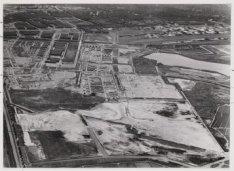 Luchtfoto van de tuinsteden Geuzenveld en Slotermeer in aanleg en omgeving gezie…