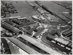 Luchtfoto van de Rigakade gezien in noordelijke richting naar de Nieuwe Houthave…