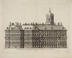 De Gevel van ''t Amsterdams Stadt-huys op de hoeck tegen de Zy en achter Gevel a…