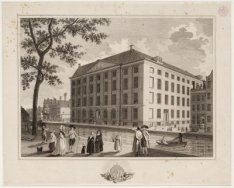 Spui 7-23 (v.l.n.r.) met op Spui 21 het Maagdenhuis tussen links Voetboogstraat …