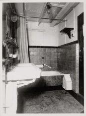 Badkamer aan boord van het vrachtschip ms. Almkerk