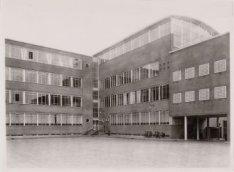 Elandsgracht 117, de binnenplaats van het hoofdburo van politie