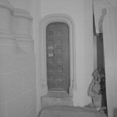 Dam 12, Nieuwe Kerk, binnendeur naar de traptoren