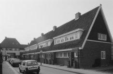 Avenhornstraat 23-39 en de onderdoorgang naar de Purmerweg