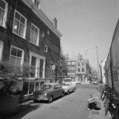 Eerste Looiersdwarsstraat met links zijgevel Elandsgracht 51 en aan overzijde El…